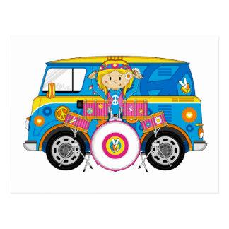 Fille hippie avec les tambours et camping-car cartes postales