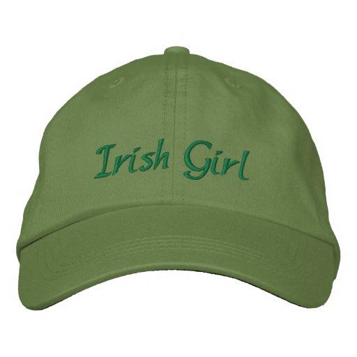 Fille irlandaise chapeau brodé