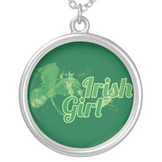 Fille irlandaise collier