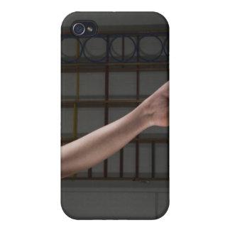 Fille marchant sur le faisceau d'équilibre coques iPhone 4/4S