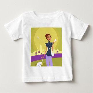 Fille mignonne d'aéroport avec l'illustration de t-shirt pour bébé