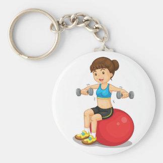 Fille s'exerçant avec le porte - clé de poids porte-clé rond