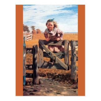 Fille sur la porte de barrière carte postale