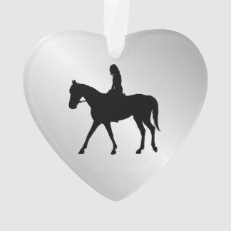 Fille sur l'accueil de cheval