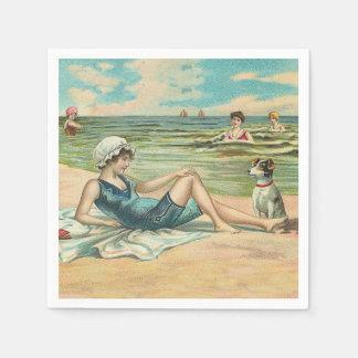 Fille victorienne de natation de plage serviette en papier