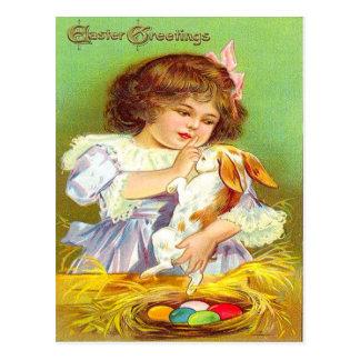 Fille vintage avec le lapin et la carte de Pâques