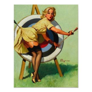 Fille vintage de pin-up de tir à l'arc de cible de carton d'invitation 10,79 cm x 13,97 cm
