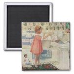 Fille vintage, enfant faisant les vêtements accroc aimants pour réfrigérateur