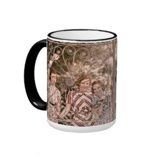 Filles à la porte mug ringer