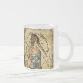 Filles gothiques perdues dans la pensée mug en verre givré