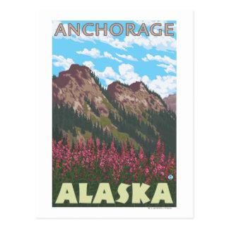 Fireweed et montagnes - Anchorage, Alaska Carte Postale