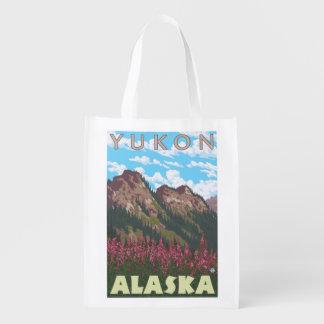 Fireweed et montagnes - le Yukon, Alaska Sac D'épicerie