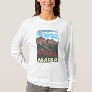 Fireweed et montagnes - Pétersbourg, Alaska T-shirt