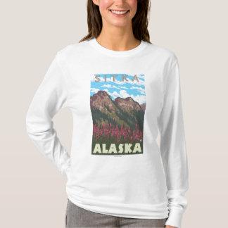 Fireweed et montagnes - Sitka, Alaska T-shirt