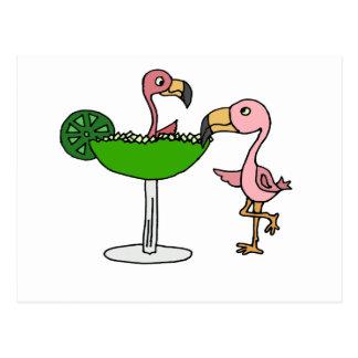 Flamant et margarita roses drôles carte postale