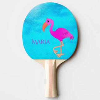 Flamant girly et rose tropical sur la mer bleue raquette tennis de table