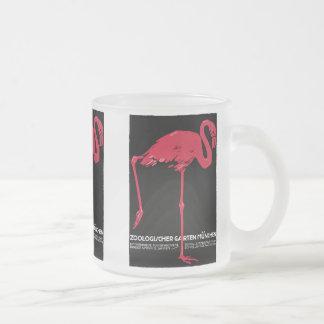 Flamant vintage de rose d'oiseau au zoo de mug en verre givré