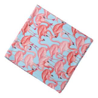 Flamants roses lumineux sur le bleu bandana