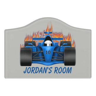 Flammes de voiture de course de signe de la porte