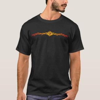 Flammes tribales et coeur t-shirt