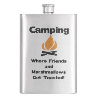 Flasque Camping drôle indiquant avec des guimauves et des