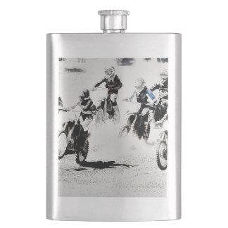 Flasque La course est allumée - des coureurs de motocross