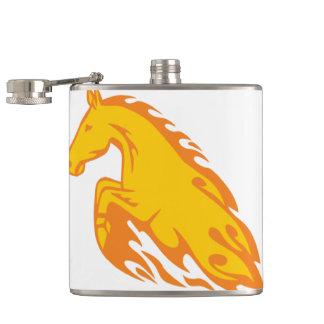 Flasques Cheval mis le feu flamboyant de flamme