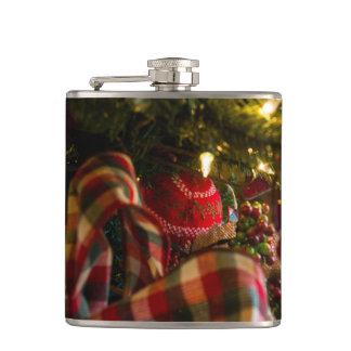 Flasques Dans un arbre de Noël