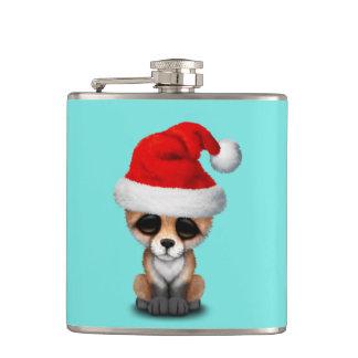 Flasques Fox de bébé utilisant un casquette de Père Noël