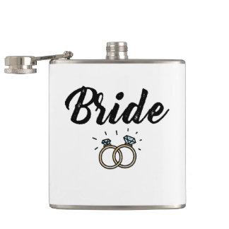 Flasques Jeune mariée avec le cadeau de mariage de bague à