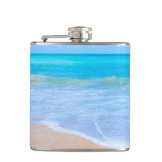 Flasques Jours tropicaux de plage. Fuite de paradis d'île