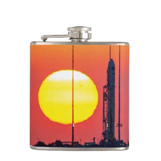 Flasques Lancement de lever de soleil de la NASA Antares