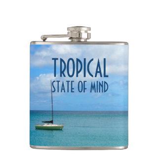 Flasques Paradis tropical de plage avec la photo de yacht