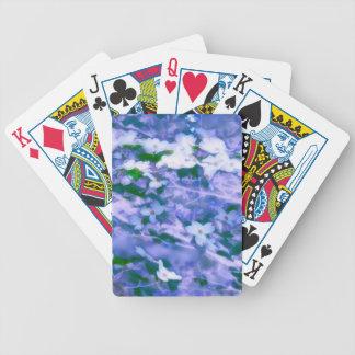 Fleur blanche de cornouiller dans le bleu jeu de cartes