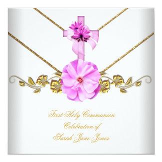 Fleur blanche rose de première sainte communion de cartons d'invitation personnalisés