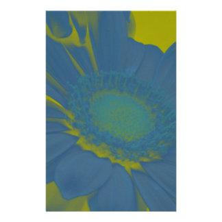 Fleur bleue de marguerite de Gerbera sur l'arrière Papier À Lettre