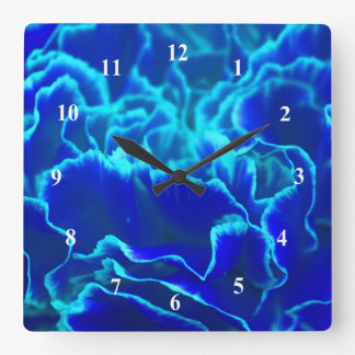 Fleur bleue et turquoise vibrante d'oeillet horloge carrée