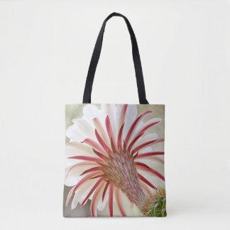 Fleur de floraison de cactus de nuit tote bag