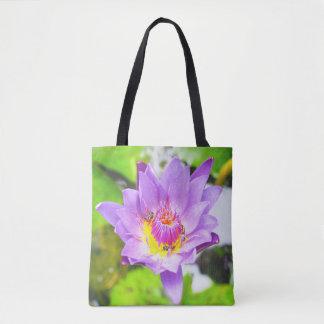 Fleur de lotus pourpre avec le sac fourre-tout à