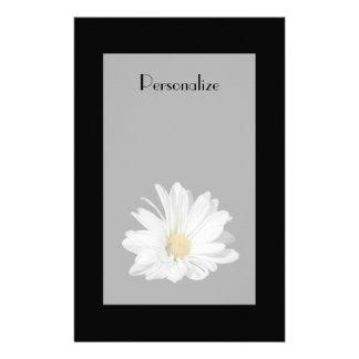 Fleur élégante de marguerite blanche avec le nom papier à lettre