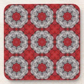 Fleur grise avec le rouge sur le rouge texturisé dessous-de-verre