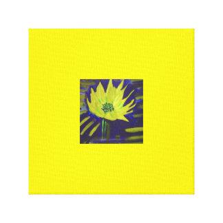 Fleur jaune dans les couleurs pour aquarelle sur toile