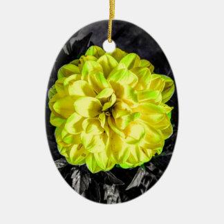 Fleur jaune ornement ovale en céramique