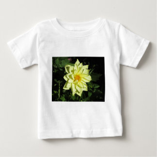 Fleur jaune simple de dahlia au printemps t-shirt pour bébé