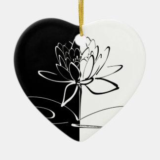 Fleur noire de Yin Yang Lotus blanc Ornement Cœur En Céramique