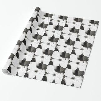 Fleur noire et blanche de cornouiller papier cadeau