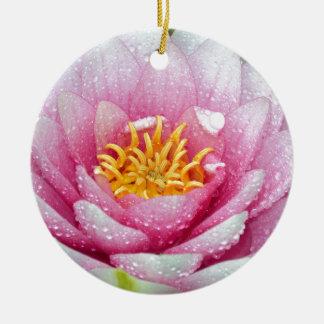 Fleur rose de nénuphar ornement rond en céramique