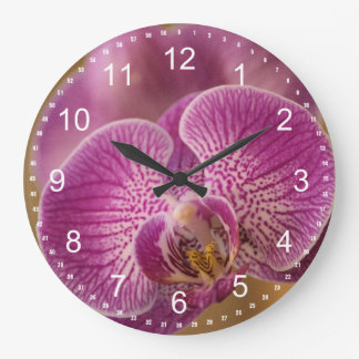 Fleur rose d'orchidée grande horloge ronde