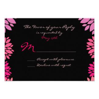 Fleur rose et noire pourpre épousant des cartes de invitation personnalisée