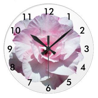 Fleur rose grande horloge ronde